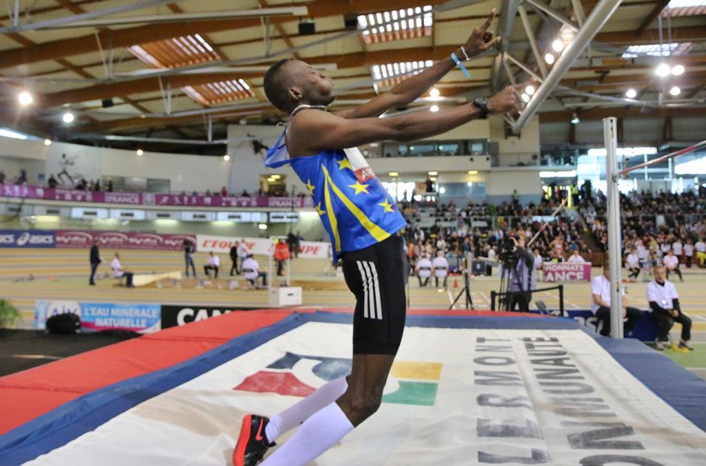 Ali Mohamed Younes Idris (Soudan) remporte le concours avec 2,26 m