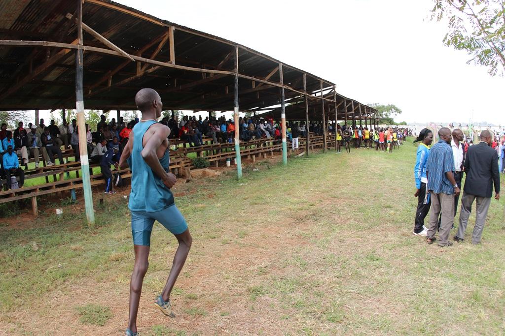 Asbel Kiprop se prépare à courir le 1500 m