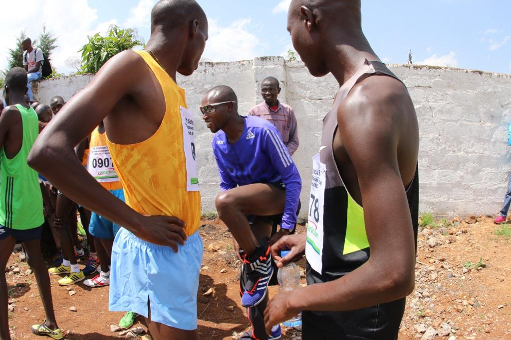 Geoffrey Mutai le marathonien se prépare à courir sur 10 000 m