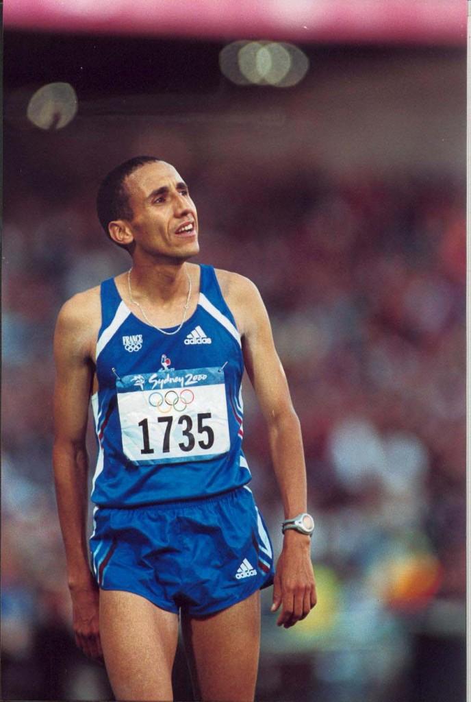 Mohamed Ouaadi à l'arrivée du marathon olympique de Sydney, où il finit 8ème
