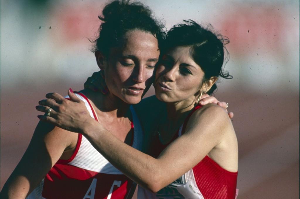 Nadia Prasad (à g.) dans les bras de Rosa Murcia