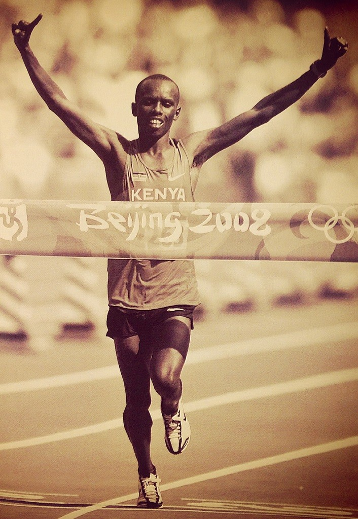 Samuel Wanjiru à Pékin lors de son sacre olympique