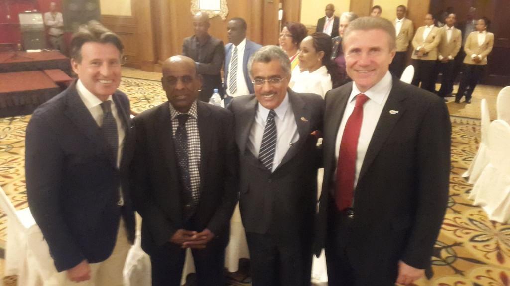 Ahmed Al Kamali (2ème à droite) aux côtés de Sebastien Coe et Serguey Bubka, lors du Congrès d'Addis Abeba
