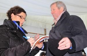 Brendan Foster en compagnie d'Odile Baudrier lors du cross d'Edimbourg