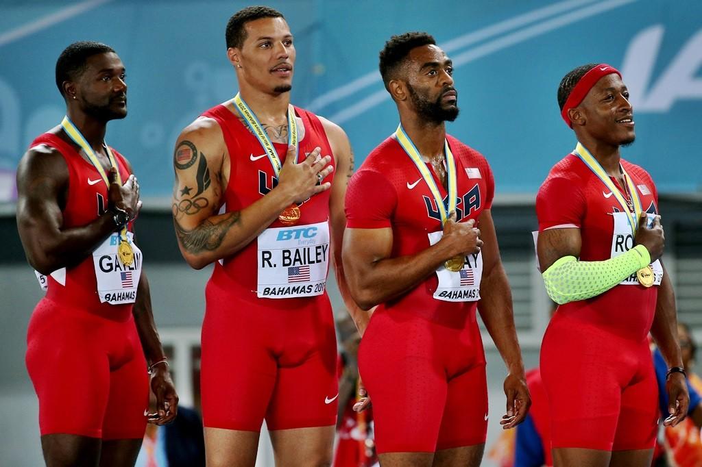 Le relais US médaillé d'or sur 4 x 100 mètres lors des récents Mondiaux disputés à Nassau