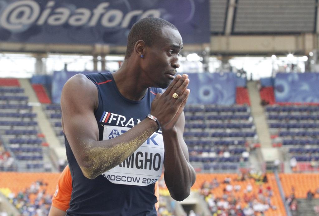 Teddy Tamgho submergé par l'émotion après son saut victorieux à Moscou en 2013