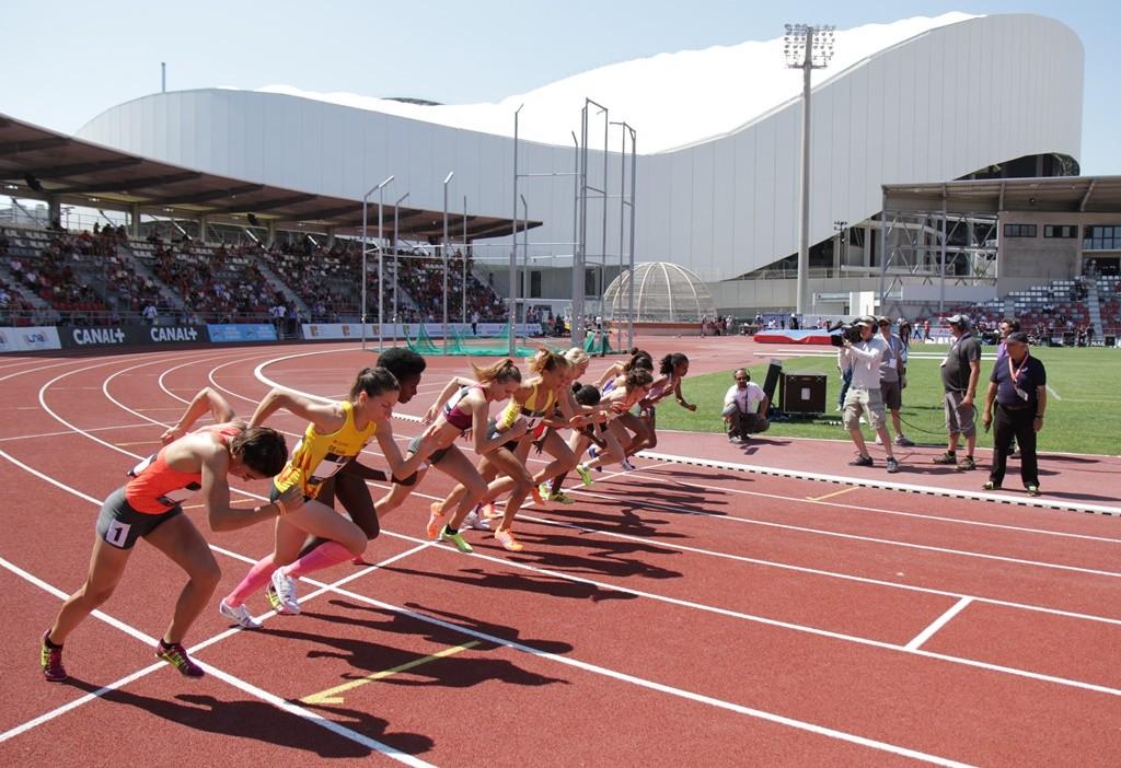 Clémence Calvin (en jaune) au départ du 1500 m à Marseille
