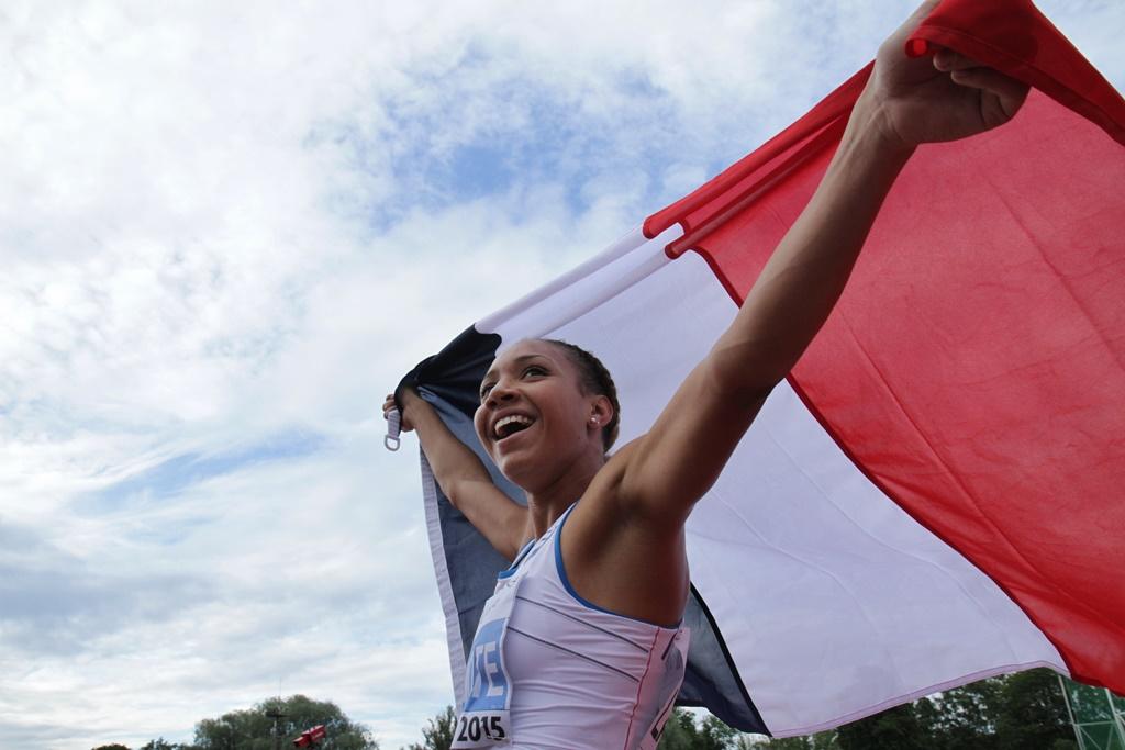 Renelle Lamote savoure sa victoire en finale du 800 mètres
