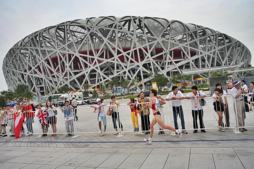 Christelle Daunay à Pékin en 2008 devant le Nid d'Oiseau