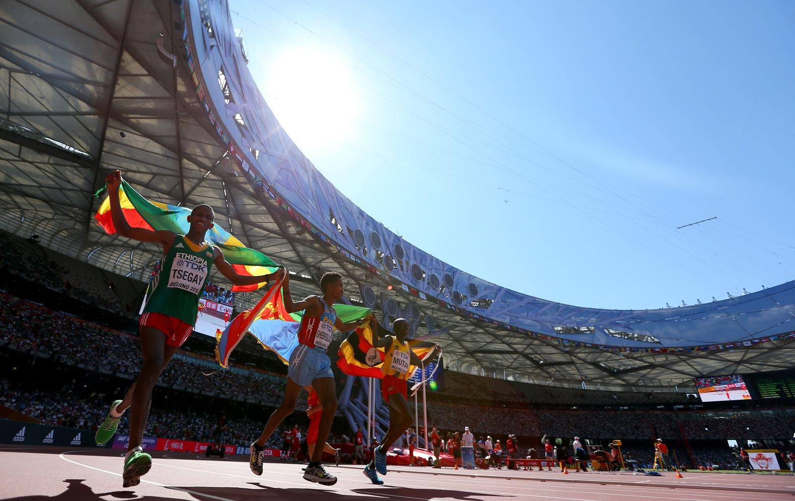 Le trio vainqueur du marathon du Mondial de Pékin