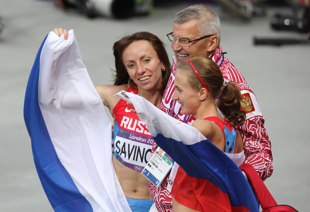 Aux JO de Londres, Mariya Savinova, Yekaterina Poistogova, avec leur entraîneur Vladimir Kazarin, tous les trois sous le coup d'une suspension à vie