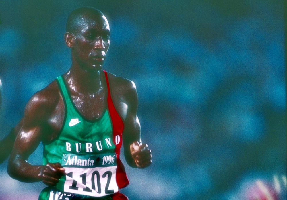 A Atlanta, Vénuste Niyongabo, coureur de 15 en parfaite maîtrise du 5000 m