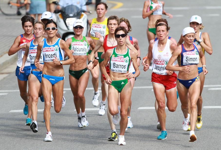 Zivile Balciunaite, Nailya Yulamanova (cachée à gauche), Anna Incerti, le podium à Barcelone