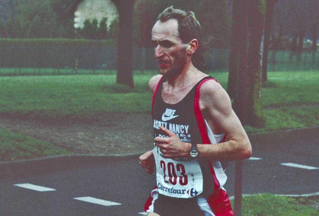 Pascal Zilliox lors du Marathon de Paris en 1992, où il réalise 2h 11'11''