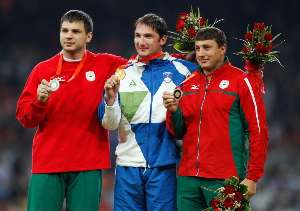 Vadim Devyatovski (à gauche) suspendu plusieurs fois pour dopage, et maintenant président de la Fédération de Biélorussie