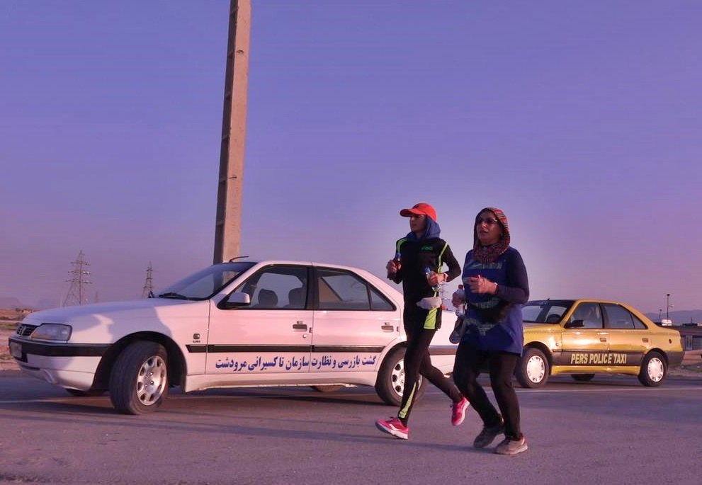 Les deux marathoniennes iraniennes qui ont pris part au premier marathon disputé en Iran