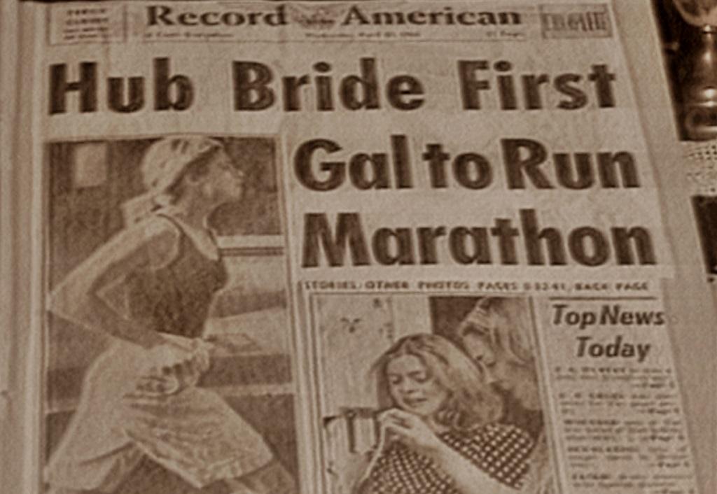 """La Une du Record American saluant la """"victoire"""" de Bobbi Gibb en 1966, disputant le marathon mais sans dossard"""