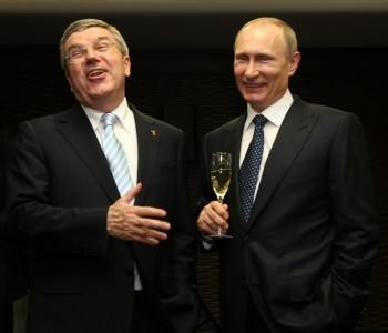 Thomas Bach, au garde à vous devant Vladimir Poutine