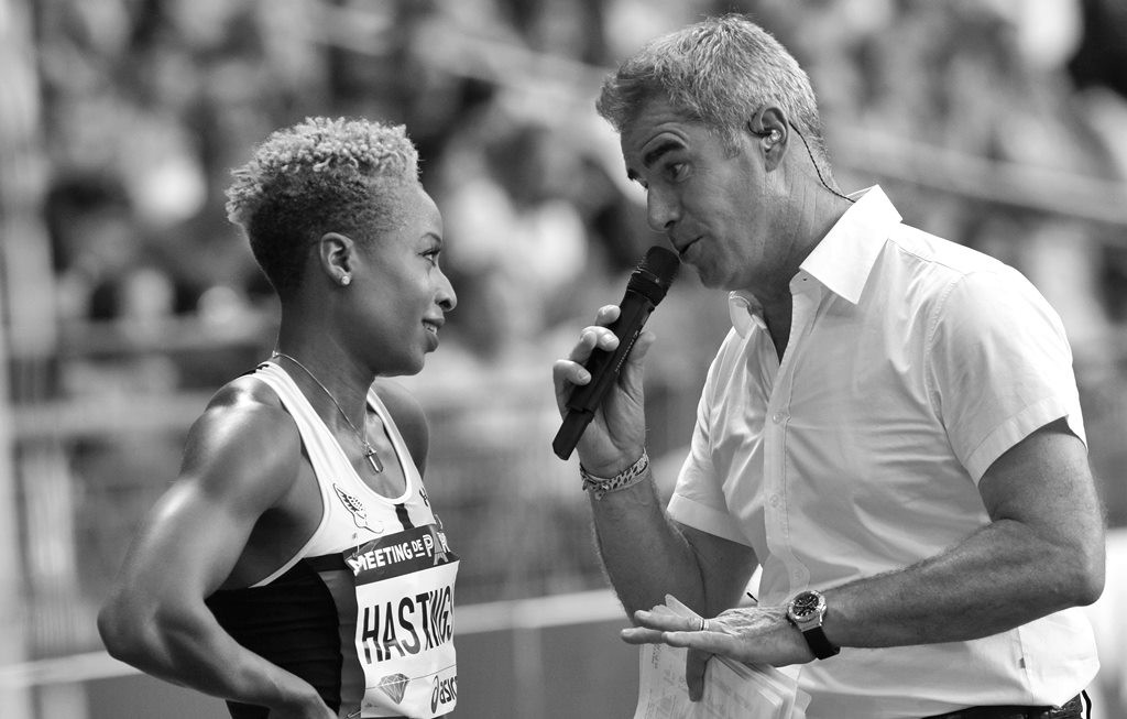 Natasha Hastings après sa victoire sur 400 m au micro de Marc Maury the Voice of Track and Field