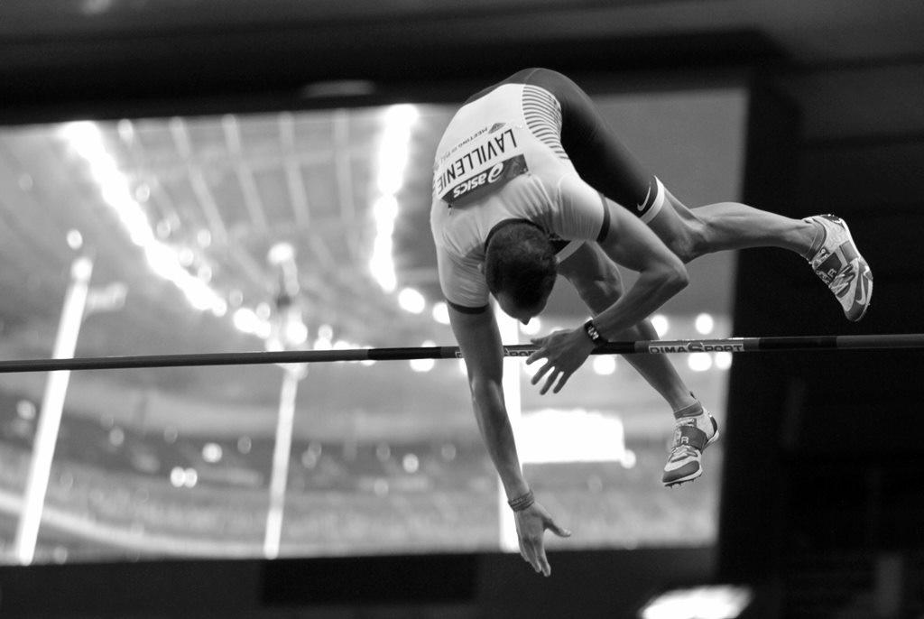 Renaud Lavillenie ovationné par le public parisien qui avait déjà oublié les propos du perchiste tenus à Rio qui ont fait scandale