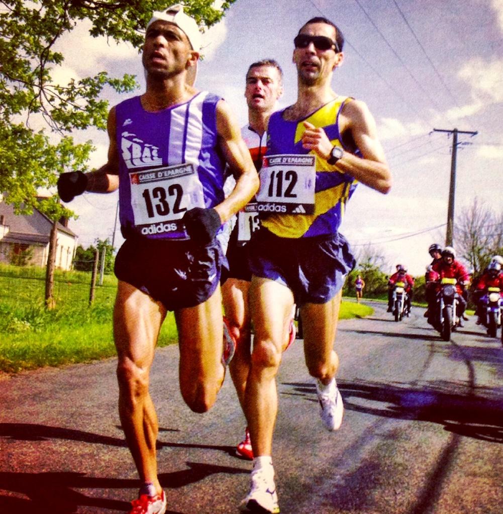 Cédric Thomas (à dr) en 2001 lors du France de marathon aux côtés de Yamine Alaoui (à g.) et Philippe Rémond (photo Y.M. Quemener)