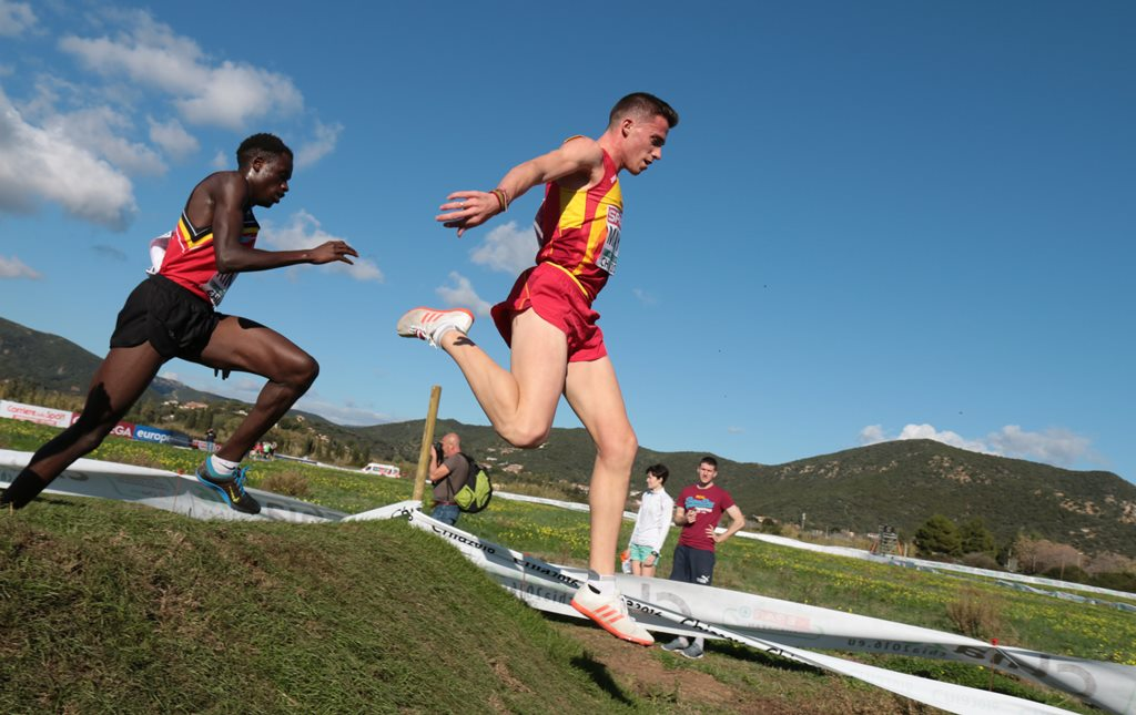 Carlos Mayo a tenté sa chance dans la course espoirs face au belge Kimeli