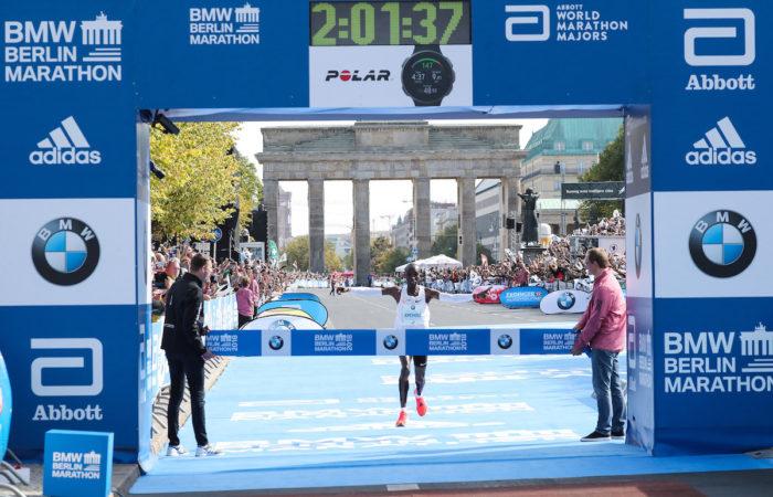 2h01'39'' pour Kipchoge, un record du monde hallucinant