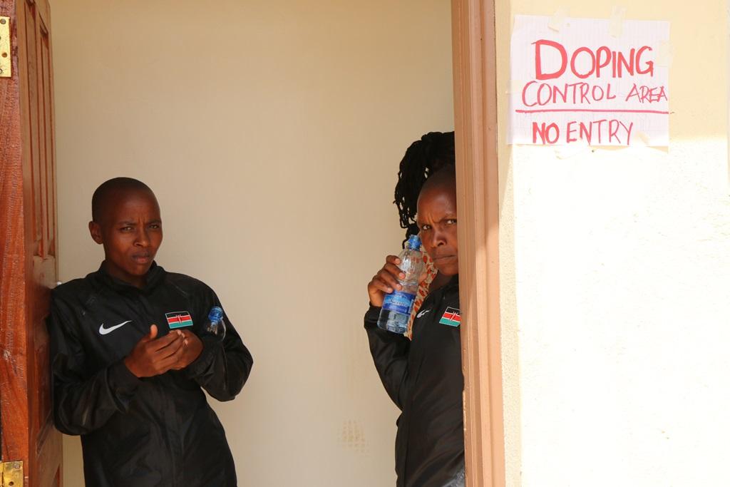 Lors de ce meeting d'Eldoret était installé un contrôle anti dopage ne respectant aucune règle en vigueur