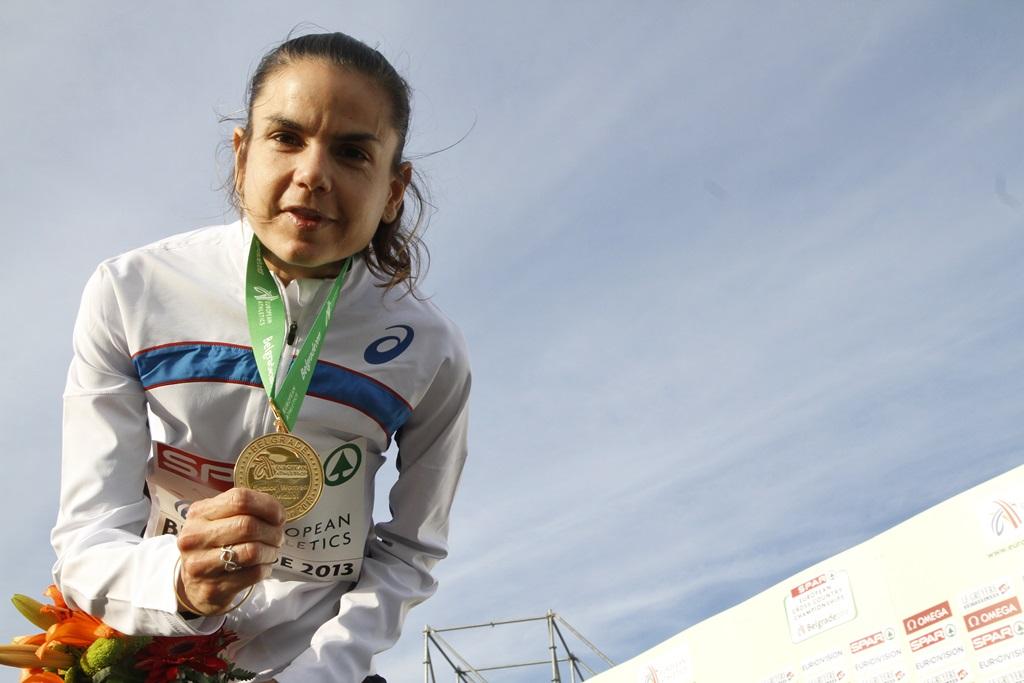 Le bonheur d'une médaille pour Sophie Duarte au Championnat d'Europe de cross 2013. Un moment volé par les athlètes dopés