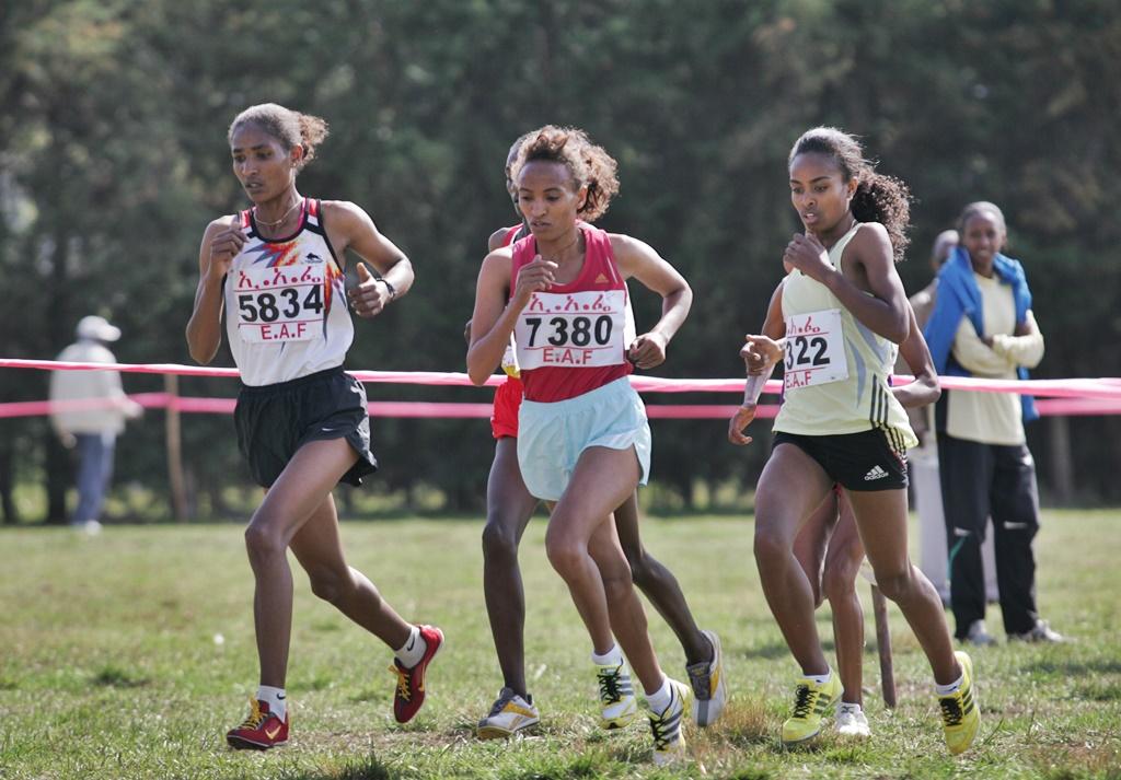 Genzebe Dibaba au championnat national de cross en Ethiopie en 2010