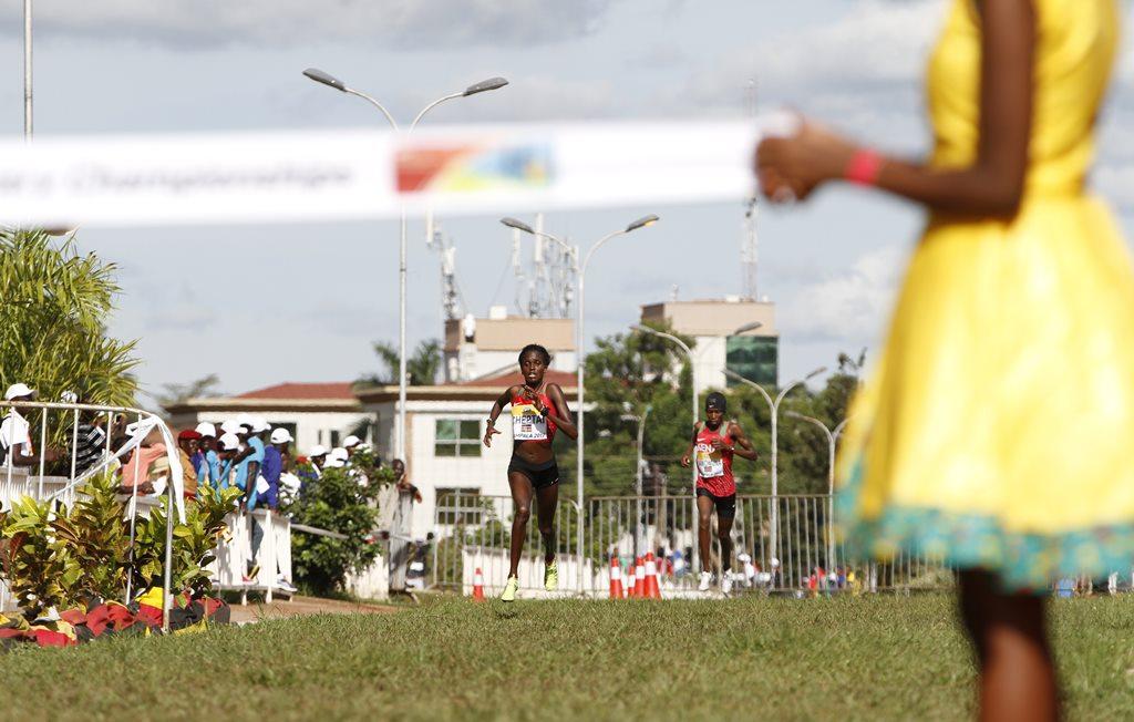 kampala seniors femmes 13